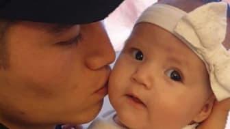 Pappa Ali och lilla Vaiana.