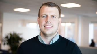 AddMobiles projekledare Oskar Andersson förklarar hur du följer upp projekt i AddMobiles projekthanteringsverktyg. Foto: AddMobile AB