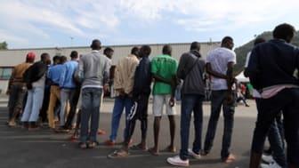 Migranter köar vid ett Röda Kors-center i Ventimiglia den 14 september 2016. Foto: © VALERY HACHE/AFP/Getty Images