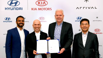 Hyundai and Kia Make Strategic Investment in Arrival_signing ceremony 2 (1)