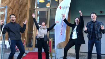 Riksbyggen projektteam redo att ta emot köparna Fr v Endre Barat, projektledare, Amela Hadziosmanovic, säljare, Maria Sandberg, eftermarknad och Björn Mauritsson, projektledare.