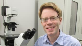 Unge alzheimerforskaren Per Nilsson får Drottning Silvias pris