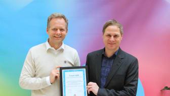 Geir Langedrag, Country Manager Brother Norge mottar diplom fra Kreftforeningens assisterende  generalsekretær Ole Alexander Opdalshei.