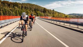 """Ein Highlight der neuen Rennradstrecke """"Stoneman Miriquidi Road"""" ist die Überquerung der Talsperre Rauschenbach. (Foto: Felix Meyer)"""