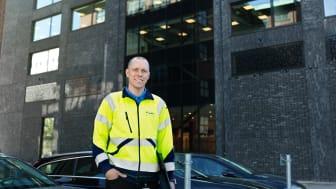 Claes Berggren är projektledare på Assemblin som lyckades spara tid i projektet, bland annat tack vare självjordande fönsterbänkskanaler från Hager.