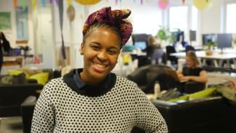 På bilden är kvinnan bakom PosPaucity: Tshepiso Lehutjo