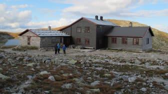 DNT får 10 millioner kroner til å vedlikeholde turisthytter på Østlandet. Bildet viser Gamle Høgevarde turisthytte. (Foto: DNT Drammen og omegn).