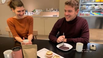 """Student Idun Kløvstad og Marius Toresen testet ut blodpannekaker og cupcakes med melormer 29.10.19 og ble intervjuet av NRK Østlandssendingen. De var positivt overasket over smaken! (Flere bilder ligger nederst i saken under """"relatert materiale"""")"""
