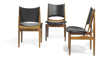 "Finn Juhl: ""The Egyptian Chair"". Rare set of 12 Brazilian rosewood chairs. Seat and back upholstered with black leather. Estimate: DKK 300,000 / € 40,000."