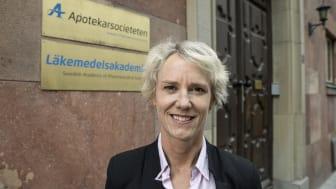 Karin Meyer, VD på Apotekarsocieteten, tar med glädje emot beskedet om att botande hepatit C-läkemedel nu subventioneras för alla patienter oavsett sjukdomsstadium. Foto: Bosse Johansson