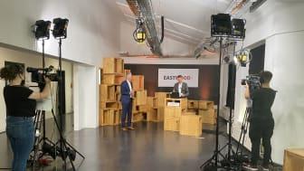"""EASTWOOD fand 2021 digital im eigens eingerichteten """"Studio"""" im Media-Loft der HTWK Leipzig statt."""