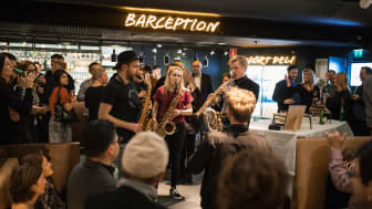 Bild: Livemusik i lobbyn