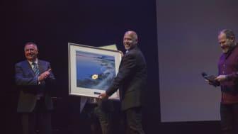 Valvolines Petter Bjerke tok i mot EcoOnline Publisher Award tirsdag kveld. (Foto: Inge Wallumrød - EcoOnline)