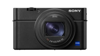 Sony annonce la sortie du RX100 VI qui réunit, dans un boîtier ultra-compact, un zoom 24 – 200 mm à fort taux d'agrandissement, une large ouverture et la mise au point automatique la plus rapide du monde