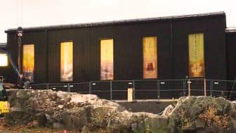 Jungfru Maria kyrka i Hovsjö, Södertälje håller på att färdigställas. Kyrkan invigs den 8 december.