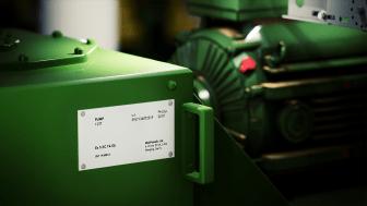 Merkeskilt på mekanisk utstyr