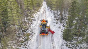 Hyveln från Komatsu är avsedd för både anläggningsjobb samt väghållning och kan vara i drift, året runt. (Foto: Sten Strömgren)