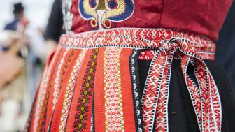 Detalj Leksand Drakt_foto Kola, Visit Dalarna  (2)