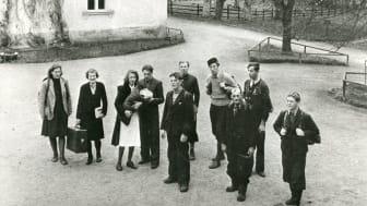 Norska flyktingar anländer till interneringslägret i Kjesäter. Foto: Fotograf okänd, förvaltare norska Riksarkivet.
