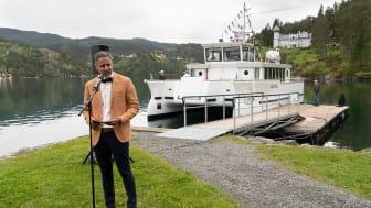 Kulturminister Abid Raja døpte den nye elektriske museumsbåten «Ole Bull» på Lysøen, tirsdag 25. mai (foto: Dag Fosse)