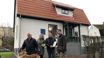 Byggnadsvårdspriset delades ut av stadsbyggnadsnämndens ordförande Erik Nilsson (KD) och förste vice ordförande Håkan Holm Alteblad