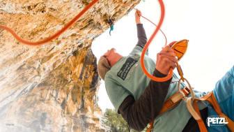 Två klätterkit för säker och bekväm klättring i sommar. Foto: Sam Bie.