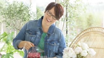 "TIÅRSJUBILEUM: Trines matblogg er ti år - og det feires med ny og rålekker kokebok: ""Trine inviterer - Menyer til hverdag og fest"". Foto: Mona Nordøy"