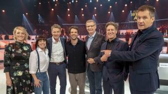 Alle freuen sich mit Viva con Agua, Benjamin Adrion & Claudia Gersdorf (PR4WATER) über den Erfolg: Susanne Kunz, Jörg Pilawa, Günther Jauch, Tobias Moretti, Armin Assinger (v.l.n.r.)
