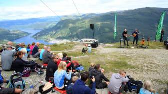 -Den beste arenaen eg har spelt på i heile mitt liv, sa svenske Johan Hedin etter konserten på Hafstadfjellet 706 moh, den mest spektakulære arenaen på Førdefestivalen.