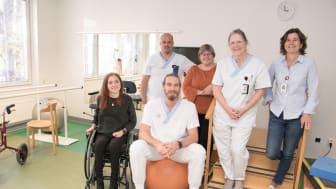 Glädjen är stor bland neurorehabs medarbetare efter beskedet om tillståndet att bedriva nationell högspecialiserad vård. Från vänster; Frida Salomonsson, Peter Flank, Sven Nord, Maria Sauer, Carina Andersson och Solveig Hällgren.