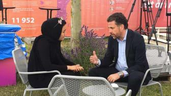 Fatemeh Khavari och Mikael Ribbenvik i Almedalen 2017. Fatemehs bror hade fått asyl i Sverige, Fatemeh kom som anhörig.