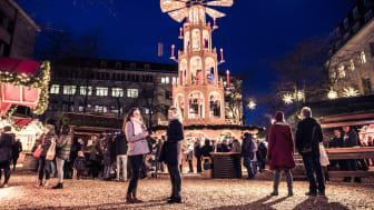 Die 12,5m hohe Holzpyramyde auf den Asmus-Bremer-Platz - Hingucker und gemütlicher Treffpunkt
