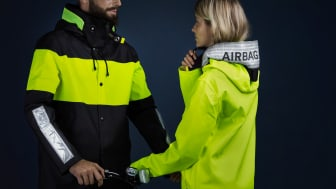 In a joint campaign, Hövding and Stutterheim are highlighting safety and how important it is to be visible on dark roads.