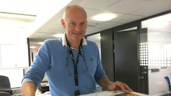 Eidsiva Nett har laget en brosjyre for å advare mot arbeid nær høyspentlinjer. - Brosjyren blir delt ut ved kabelpåvisninger og ligger på Eidsiva Netts internettside, forteller fagleder sikkerhet Arne Arnesen.