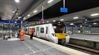 The first Class 700 test train into London Bridge, platform 5