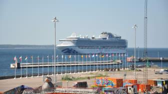 Kryssningssäsongen är igång - förberedelserna pågår för fullt i både hamn och stad