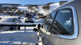 Vid bytorget i Ramundberget finns totalt 46 destinationsladdplatser för elbilar.