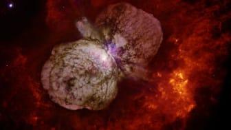 Eta Carinae är en mycket stor och ljusstark stjärna som  omsluts av ett stort och ljusstarkt gasmoln, en nebulosa  Foto: Nathan Smith, Jon Morse och NASA