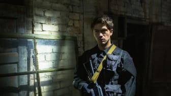 Jakob Oftebro kan opleves i rollen som en ung Hamilton i en ny thrillerserie på C More.