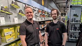 To fornøyde karer, butikksjef Jon Bronken og butikkmedarbeider Torbjørn Melbye