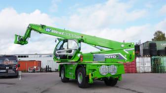 Maskinisten Jonas gör sig bekant med företagets nyförvärv, Merlo R50.35 S Plus.