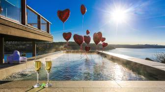 Bjud med din kära och fira Alla Hjärtans Dag med livsnjutning och romantik. SPA, relax och varma bad under stjärnorna.