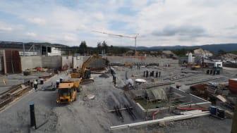 Deler av Lerøy Sjøtroll-anlegget på Kjerelva er fortsatt under bygging. Her er et panoramabilde av anlegget som vil bli ferdig neste år.