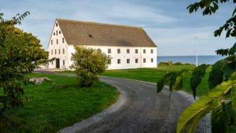 Det klassiska Köpmansmagasinet är en av tre fastigheter vid Smygehuk som överförs till den nybildande stiftelsen.