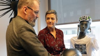 Graphene Flagship Director Jari Kinaret demonstrates graphene technologies for European Commission Executive Vice President Margrethe Vestager on a visit to the Graphene Flagship Headquarters
