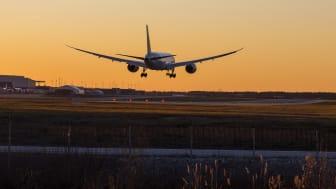 Norwegian's 787 Dreamliner sunset landing