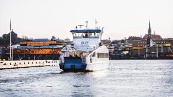 Projektet Silent@Sea ska mäta buller och vibrationer både över och under vatten på tankfartyg, bil- och passagerarfartyg, vägfärjor och kollektivtrafikfärjor, bland annat Västtrafiks el-dieselhybridfärja Elvy. Foto: Eddie Löthman/Västtrafik