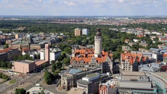 Leipzig-Panorama mit Bundesverwaltungsgericht, Kath. Propsteikirche St. Trinitatis und Neuem Rathaus