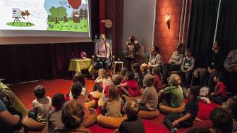 160 barn och pedagoger från förskolor i Tynnered bjuds in till Minibokmässa den 27-29 september med högläsning, författarbesök och teater på Alfons Åbergs Kulturhus i Göteborg.