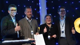 Da er 5G-avtalen signert. Fra venstre: Svein-Olav Torø, Kongsberg innovasjon, Ove Fredheim, Telenor Norge, Wenche Grinderud, rådmann Kongsberg og  Olav Maadland, Applied Autonomy.   Foto: Martin Fjellanger